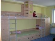 Kuchyně Komárek  postel-do-detskeho-pokoje-pro-tri dětský pokoj Kuchyně Komárek Jana Komárková s.r.o.